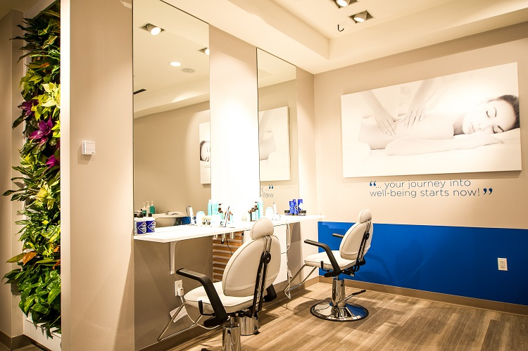 Hair dressing in Be Relax airport spa, salon de coiffure dans un spa en aéroport Be Relax